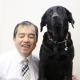 【写真】代表取締役 荒川 明宏と盲導犬グミ